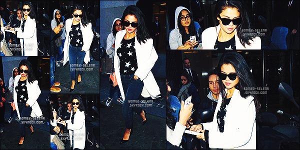 . 27/09/2015 - Selena Gomez a été aperçue quittant le magasin de la firme de luxe Louis Vuitton à Paris. Bon, la tenue de SG ne me plaît pas tellement.. Le petit haut étoilé casse le côté classe-élégant de la tenue ce que je trouve vraiment dommage.. .