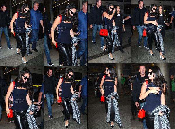 . 29/09/2015 - Selena. Ga été aperçue alors qu'elle arrivait dans l'aéroport international de«LAX» de LA. De retour d'Europe, la belle Selena Gomez rentre chez elle après des multiples jours de promotion pour son nouvel album REVIVAL. Un top ou flop ?! .