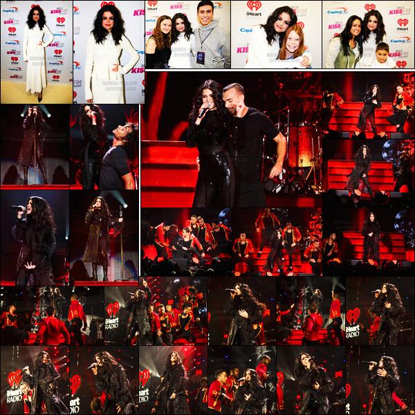 - 16/12/15 - Selena Gomez était présente à l'occasion du « 103.5 KISS FM Jingle Ball » à Chicago, en Illinois !Lors de cet événement, Selena portait encore une fois ses chaussures Casadei Blade en vente pour la modique somme de $525.00 ! Est-ce un top  ?-