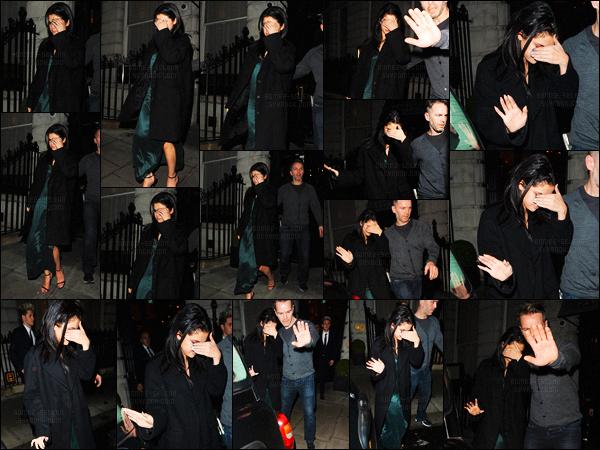 - 14/12/15 - Selena Gomez quittait l'after party de X-Factor au « Edition Hotel » avec Niall Horan, dans LondresLes rumeurs de couple entre la belle brune et le membre des One Direction ne cesse d'affluer. Chose que Selly dément en disant qu'ils sont qu'amis !-