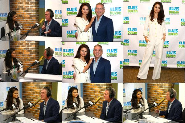 . 13/10/2015 - Selena Gomezdonnait une interview exclu' à la radio«Z100 Morning Show» àNew York. D'abord aperçue dans le quartier de Soho - la belle s'est ensuite rendue dans les locaux de la radio - Morning Show pour y donner une interview. .