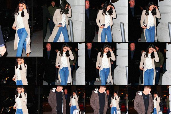 - 21/01/16 - Notre jolie Selena Gomez quittait le restaurant japonais « Nobu » en soirée, à New-York City !Selena était vêtue d'un manteau de la marque Ws Gordon, et ses pieds étaient chaussés dans des sandales Jimmy Choo, avec un sac Louis Vuitton.-