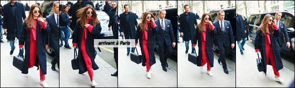 - 07/03/16 - Selena Gomez a été photographiée en arrivant à l'aéroport international de « LAX » à Los Angeles ![/s#00000ize]S. aurait elle-même rit de son fashion-faux pas : c'est peu dire, des petites sandales blanches à talon haut avec un habit sport en coton... Poubelle ! -