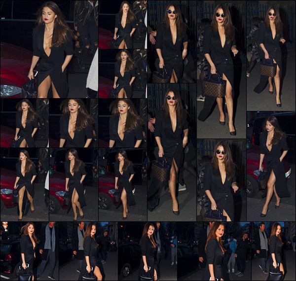 - 08/03/16 - En soirée, miss Selena Gomez a été photographiée en se pavanant dans les rues de la ville de Paris ![/s#00000ize]Encore une fois, la belle chanteuse dévoile ses plus grands atouts... Elle a par ailleurs été accostée par les paparazzis en quittant son hôtel. Tu aimes ? -