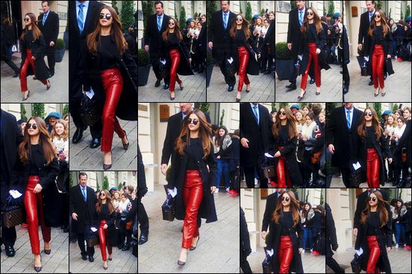 - 09/03/16 - Miss Selena Gomez a été aperçue alors qu'elle arrivait puis quittait son hôtel dans Paris, en France ![/s#00000ize]SG a troqué ses tenues à décolleté pour un pantalon et un pull cette fois-ci ! Toujours aussi adorable, Selly a pris le temps de s'arrêter auprès des fans. -