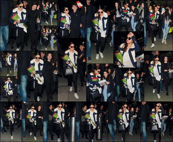 - 10/03/16 - Selena Gomez a été photographiée alors qu'elle allait à la « Gare du Nord » pour prendre un train ![/s#00000ize]Son court séjour dans la ville de Paris est donc terminé, la chanteuse reste néanmoins en Europe puisqu'elle ira à Londres ! Aimes-tu la tenue de S. ? -