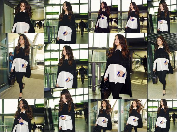 - 11/03/16 - Selena Gomez arrivait à l'aéroport international de « Heathrow » dans la belle ville de Londres, UK ![/s#00000ize]Il semble bien que Selena G. rentre chez elle ! Un peu avant - elle est passée par les studios de la radio Capital FM où elle a été aperçue à sa sortie ... -