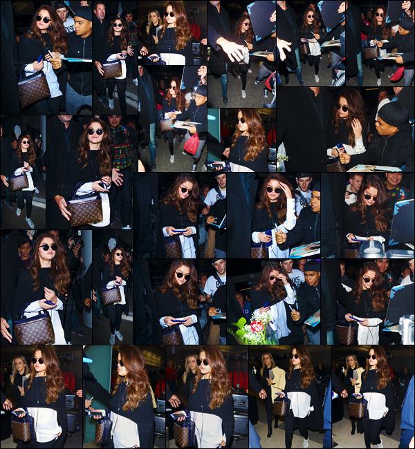 - 11/03/16 - Selena Gomez arrivait finalement à l'aéroport' international de « LAX », dans la ville' de Los Angeles ![/s#00000ize]Après son séjour en Europe, Selena G. n'en était pas moins très attendue à l'aéroport où plusieurs fans américains l'attendaient avec grande impatience. -