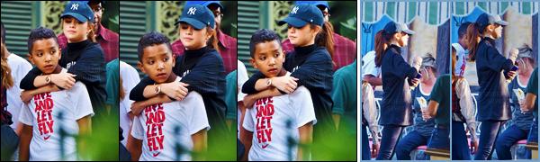 - 16/03/16 - Selena Gomez a été aperçue dans le parc d'amusement « DisneyLand » à Anaheim, en Californie ![/s#00000ize]La chanteuse était apparemment en compagnie de sa famille alors qu'elle arpentait l'un des plus grands et féeriques parcs d'amusement des USA ... -