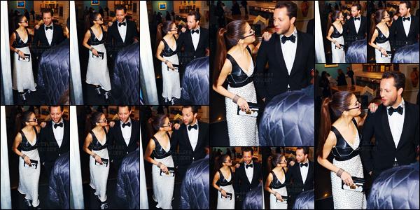 - 02/05/16 - Selena Gomez quittait son hôtel pour se rendre à la soirée du « MET Gala 2016 » dans New-York ![/s#00000ize]Le candids ci-dessous le premier montage est celui du moment où Selena quitte la soirée pour retourner à l'hôtel où elle réside, nommé le The Mark.  -
