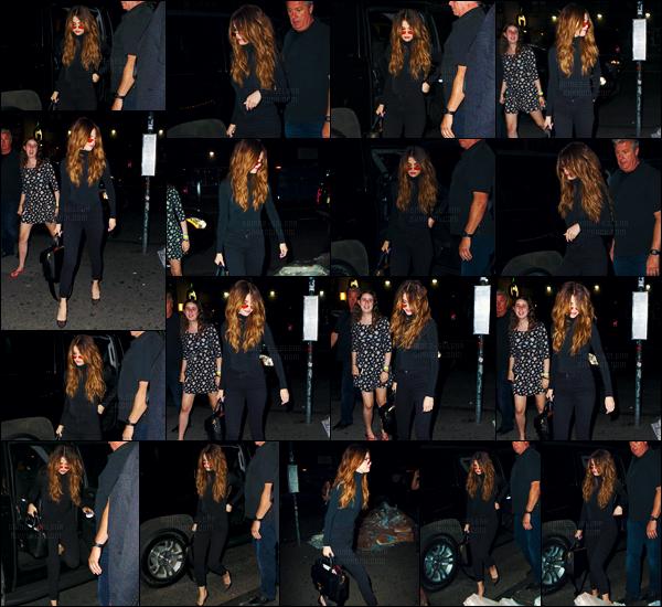 - 02/06/16 - Selena Gomez arrivait à la boîte de nuit « Up & Down » plus tard dans la soirée dans New-York City.[/s#00000ize]Toute vêtue de noir et avec des lunettes de style bobo, Selena profitait de cette soirée pour aller en boîte - oui il faut s'amuser quand on est en tournée. -