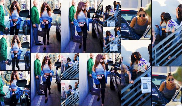 - 13/07/16 - Selena Gomez quittait le salon de coiffure « Nine Zero One » avec Lea Michele à West Hollywood ! [/s#00000ize]Selena est de retour à la maison - elle reprendra sa tournée en Asie le 23 juillet prochain jusqu'au 3 août avant d'aller trois jours après en Océanie ... -