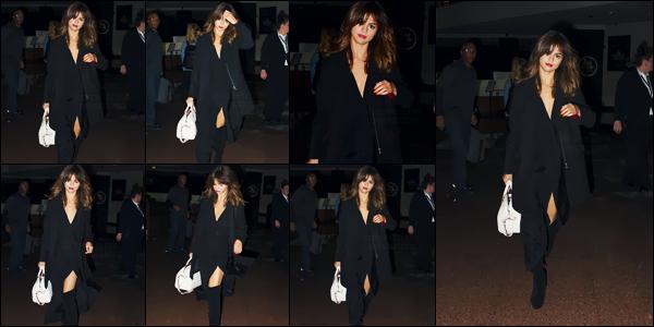 - 08/08/16 - Miss Selena Gomez quittait en soirée son hôtel de résidence dans la ville de Sydney  - en Australie ![/s#00000ize]Elle a par ailleurs été photographiée à son arrivée à l'aéroport international de Sydney. La tournée en Océanie se poursuit encore quelques jours ... -