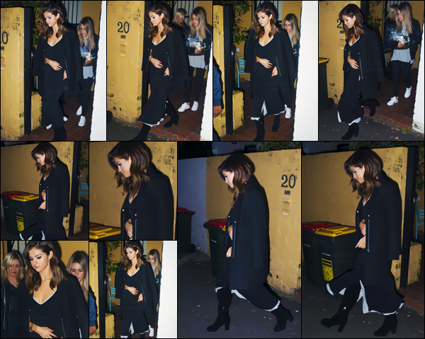 - 09/08/16 - Selly Gomez quittait une maison se situant en banlieue de Darlinghurst au centre-ville de Sydney ![/s#00000ize]Grande adepte de la couloir noire, Selena portait cette fois-ci une longue robe avec de longues cuissardes de la même couleur - avec un manteau ... -