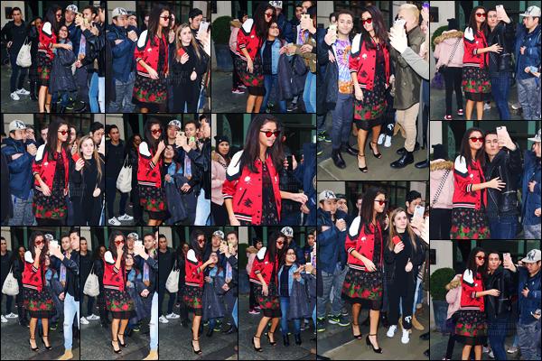 - 08.02.17'─'Selena Gomez quittait son hôtel dans le quartier de SoHo toujours dans la grande ville de New York[/s#00000ize]Selena G. a posé avec ses nombreux fans. Elle s'est ensuite rendue au panel de Netflix pour la nouvelle série ''13 Reasons Why'' réalisé avec sa mère... -