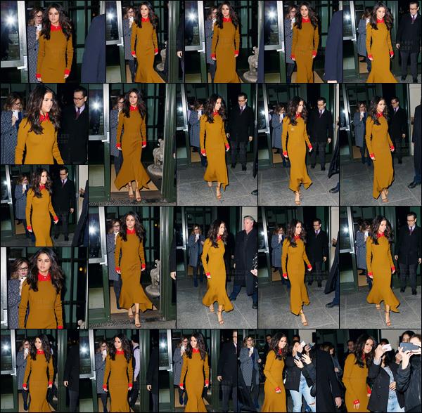 - 08.02.17'─'Sel Gomez quittait à nouveau son hôtel dans le quartier de SoHo pour se diriger vers un restaurant ![/s#00000ize]Une jolie tenue que Selena G. aborde encore une fois - si ce n'est que la couleur marron de la robe que je n'aime pas ... Donnez vos avis ci-dessous. -
