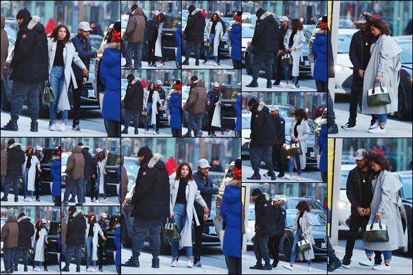 - ''16.03.17'-''─''Selena Gomez se dirigeait vers le restaurant « Blowfish » avec Abel Tesfaye dans Toronto, Ontario.[/s#00000ize]Après avoir été aperçus en train de faire du shopping, les deux tourteraux s'en allaient au restaurant et sake bar avec le garde du corps de The Weeknd. -