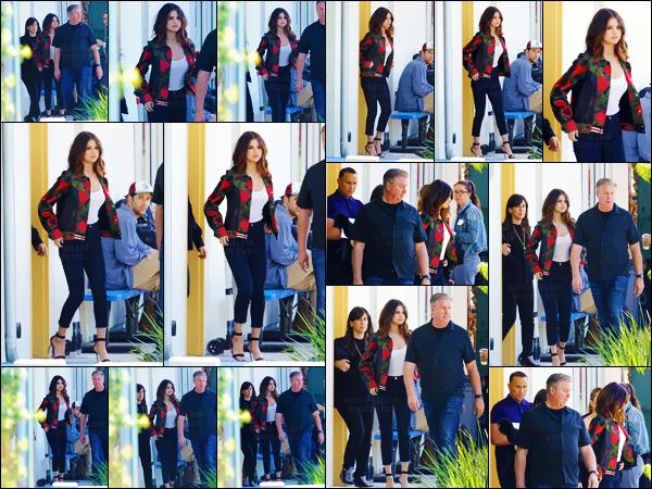 - ''23.03.17'-''─''Selena Gomez a été vue sur le tournage d'une publicité pour « PSA » dans une école à Los Angeles.[/s#00000ize]La brunette a été aperçue en quittant alors le bâtiment, après avoir tournée sa campagne de sensibilisation à laquelle elle a participé plusieurs fois ... -