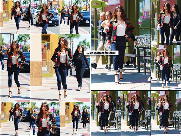 - ''23.03.17'-''─''Selena Gomez arrivait au magasin « Menchie's Frozen Yogurt » dans la ville de Los Angeles (CA) ![/s#00000ize]Notre jolie chanteuse a ensuite été photographiée en quittant le magasin de yaourt glacé, pour aller rejoindre sa voiture en direction d'un événement. -