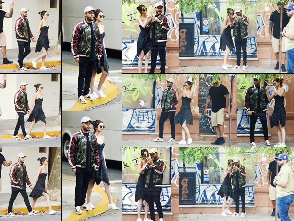 - ''28.03.17'-''─''Selly Gomez et son copain Abel Tesfaye se promenaient dans les rues de la ville de Buenos Aires ![/s#00000ize]En vue du prochain concert de The Weeknd dans la ville - le couple profite de quelques jours de vacances et prend visiblement du bon temps en ville. -