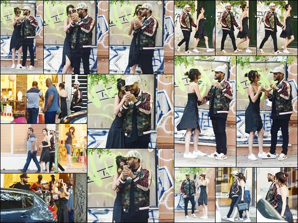 - ''28.03.17'-''─''Selly Gomez et son copain Abel Tesfaye se promenaient dans les rues de la ville de Buenos Aires ![/s#00000ize]En vu du prochain concert de The Weeknd dans la ville, le couple profite de quelques jours de vacances et prend visiblement du bon temps dans la ville. -