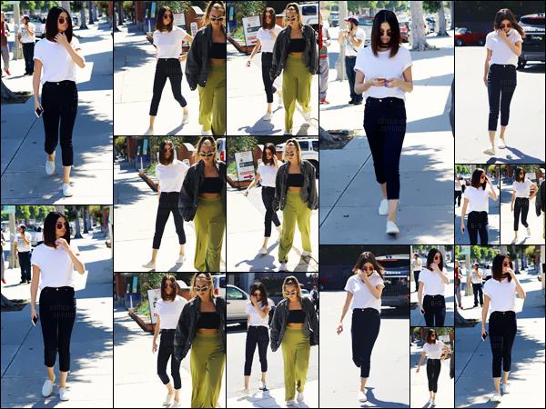- ''31.03.17'-''─''Selena Gomez et une amie arrivait au restaurant de BBQ japonais « Gyu-Kaku » dans Los Angeles ![/s#00000ize]Notre jolie brunette se trouve toujours à Los Angeles, le lendemain du lancement de la nouvelle série qu'elle a produit avec sa maman, dispo' sur Netflix. -