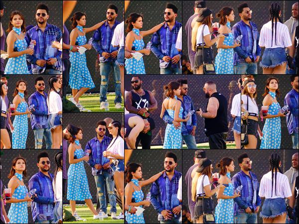 - ''15.04.17'-''─''Selena Gomez était présente au festival de « Coachella » avec son boyfriend Abel Tesfaye, à Indio ![/s#00000ize]Le couple, toujours aussi complice, a été aperçu cette fois-ci en journée, sur les plaines du populaire festival culturel et musical qui a lieu en Californie. -