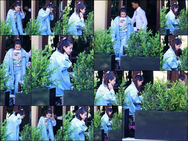 - ''28.04.17'-''─''Selena Gomez a été aperçue en arrivant à l'hôtel « Montage » dans la ville de Beverly Hills en CA ![/s#00000ize]C'est pour rejoindre sa mère Mandy Teefey que la belle chanteuse et actrice s'est rendue, totalement décontractée, au restaurant du fameux hôtel ... -