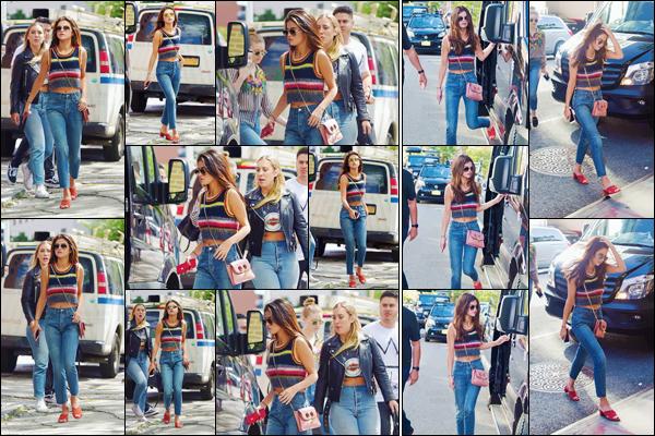 - ''03.06.17'-''─''Selena Gomez a été aperçue alors qu'elle se baladait tranquillement dans SoHo à New York ![/s#00000ize]Visiblement pas prête à rester en place, Selena s'est cette fois-ci envolée pour la ville qui ne dort jamais et nous offre une sortie très estivale. Avis ? -