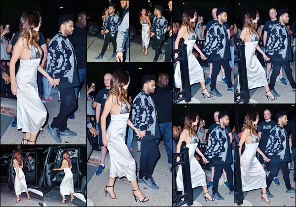 - ''05.06.17'-''─''Le soir, Selena Gomez et Abel Tesfaye arrivaient au restaurant italien « Rao's », à New York ! [/s#00000ize]C'est avec une énième sortie que la folle journée de Selena prend fin, avec un rendez-vous en tête à tête avec son amoureux The Weeknd ! Un joli top. -
