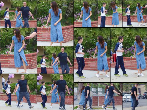 - ''10.06.17'-''─''Selena Gomez se trouvait dans un parc en compagnie de son beau-père Brian, à Los Angeles ![/s#00000ize]Malgré que Brian n'occupe plus le rôle de garde-du-corps de Selena, celui-ci reste très protecteur avec sa belle-fille ! Un joli top pour notre Selly Gomez. -