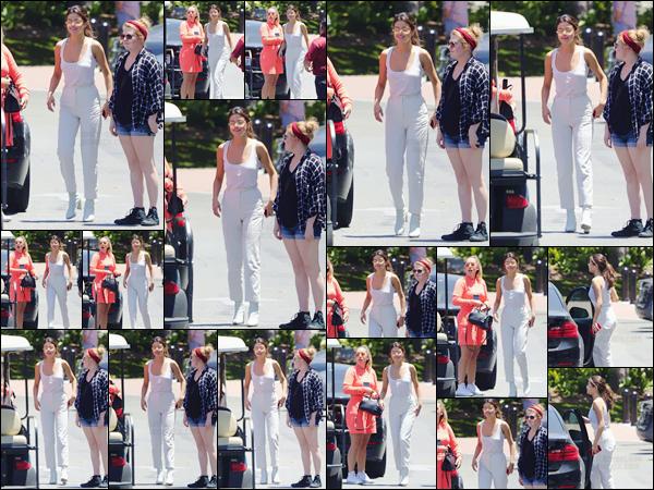 - ''13.06.17'-''─''Selena Gomez quittait les studios de « Sony Pictures », dans le quartier de Culver City, en CA ![/s#00000ize]C'est dans un look total white que l'on retrouve cette fois la belle chanteuse, qui sortira le clip de sa chanson Bad Liar en ce mercredi 24/06/17 prochain. -