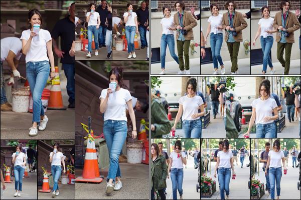 - '-14/09/17-'''✈''Selena Gomez se trouvait à nouveau sur le plateau de tournage du film de Woody Allen à NYC. La belle actrice portait une tenue assez décontractée pour les besoins du tournage et de son rôle. Selena a été vue avec sa co-star, Timothée Chalamet.-