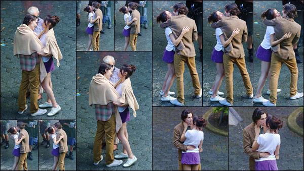 - '-26/09/17-'''✈''Selena Gomez quittait son appartement qui se trouve à New York, en compagnie de sa maman. Mandy est sans aucun doute en visite à New York pour voir sa fille qui y réside pour les besoins de son nouveau film avec Woody Allen. J'accorde un top.-