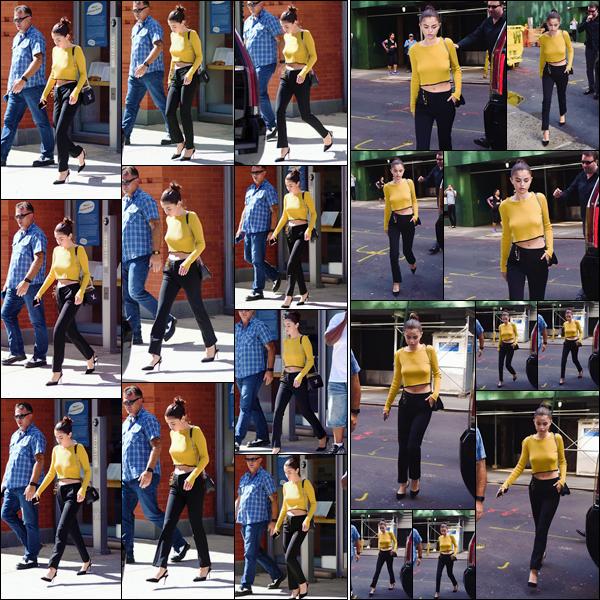 - '-27/09/17-'''✈''Selena Gomez quittait comme à son habitude, son appartement qui se trouve situé à New York. Selena se rendait sans aucun doute sur le plateau de tournage du film de Woody Allen, ce à quoi se résume son quotidien désormais... J'accorde un top !-