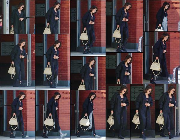 - '-28/09/17-'''✈''Selena Gomez quittait son appartement pour se rendre au centre le « SoulCycle » à New York. La brune était vêtue, sous son long manteau, d'une tenue sportive signée de la marque Puma dont elle est un des nouveaux visages. C'est un petit top !-