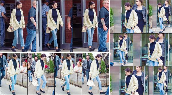 - '-29/09/17-'''✈''Selena Gomez a été aperçue à plusieurs endroits différents, dans la grande ville de New York. Quittant premièrement son appartement, puis se rendant dans de différents commerces dont sans doute un restaurant ou café. Pour moi, c'est un top !-