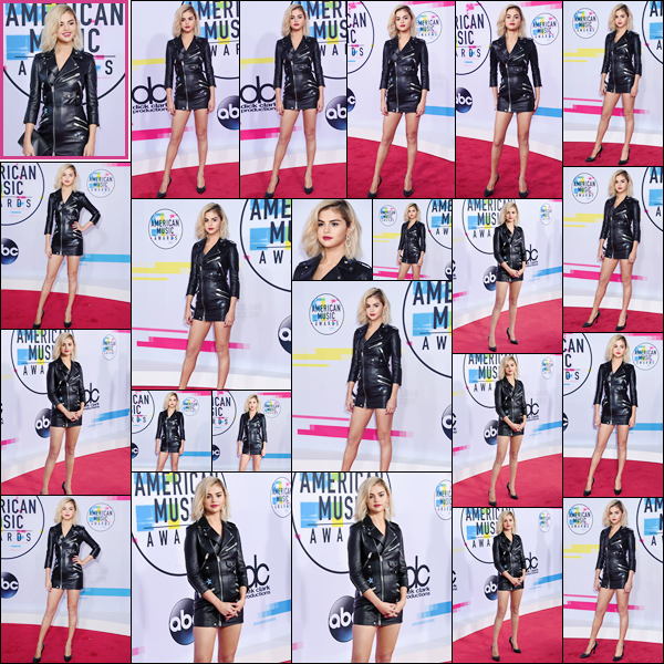 '- '- 19/11/17 -'''◊''Selena Gomez prenait la pose sur le red carpet des « American Music Awards » à Los Angeles ! C'est une Selena G. blonde et habillée par Coach que nous retrouvons. Sa performance sera un clin d'oeil aux films d'horreur The Exorcist et The Shining.-