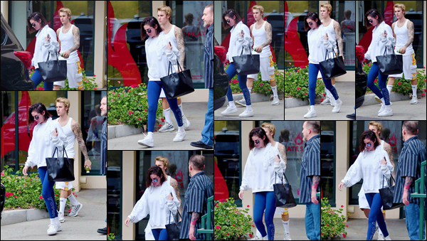 '- '-•-03/01/18 -'''─''Selena Gomez quittait un cours privé de Hot Pilates, accompagnée de Justin Bieber, à West Hollywood. Le couple commence la nouvelle année d'une manière positive et saine, et se rendant là où Selena Gomez prend ses cours. Et pas d'avis pour la tenue !-