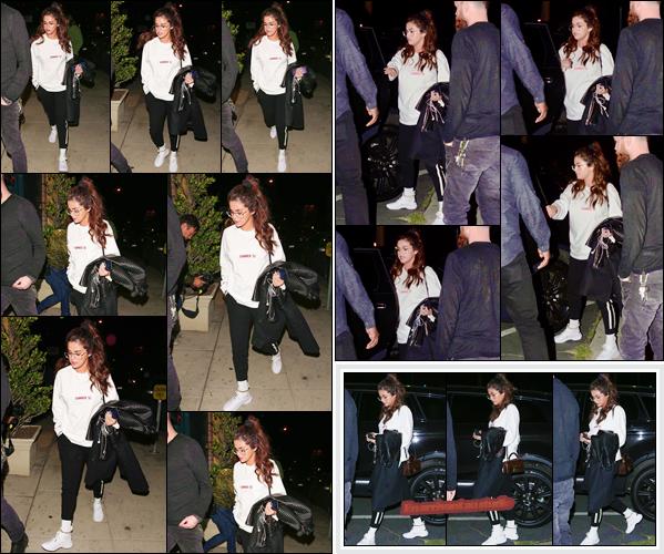 '- '-◊-22/02/18-' : Selena Gomez a été aperçue en arrivant devant un studio d'enregistrement situé à Westwood. La belle Selena Gomez travaillerait-elle encore sur son prochain album ? Il est fort possible que ce soit le cas. Une tenue décontractée est de mise : Top !-
