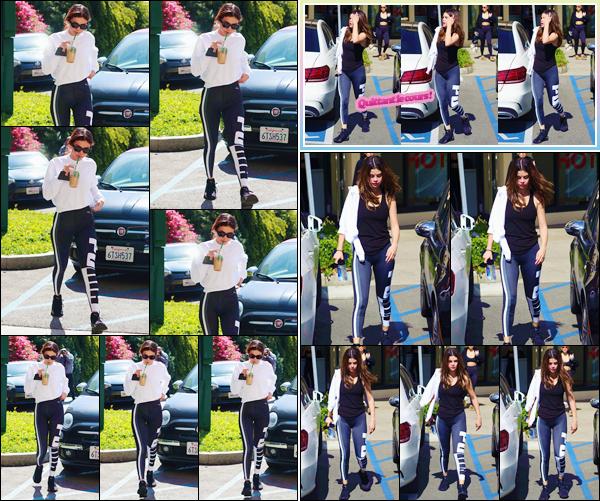 '- '--28/02/18-' • Selena Gomez se rendait à son cours de « Hot Pilates » se situant dans la ville de Los Angeles. Selena Gomez semble reprendre ses habitudes de santé et s'adonne encore à ses exercices physiques.  Par la suite, elle a été vue en quittant l'immeuble.-