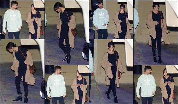 '- '--07/03/18-' • Selena Gomez a été aperçue en quittant la « Hillsong Church » avec un ami, dans Beverly Hills. Pour ne pas changer à ses habitudes et étant très pieuse, Selena Gomez s'est encore une fois rendue à un service religieux. Un petit top !-
