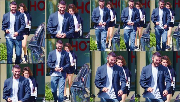 - ''•-02/04/18-' : Selena Gomez quittait son cours de « Hot Pilates », se trouvant dans le coin de West Hollywood. Fidèle à ses habitudes saines de vie, Selena Gomez s'est à nouveau rendue à un cours de hot pilates et c'est à sa sortie qu'elle a été vue ! -