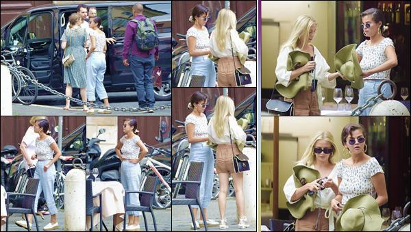 - ''•-19/06/18-' : Selena Gomez quittait le restaurant italien « Pierluigi » qui se trouve situé dans la ville de Rome. La belle se trouve actuellement en Italie, avec plusieurs de ses amis, dont son ancienne co-star : l'acteur David Henrie. Un petit top pour la tenue de Sel ! -