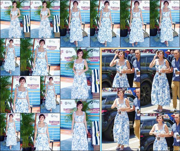 - ''•-30/06/18-' : Selena Gomez était au lancement de « Hotel Transylvania 3 : Summer Vacation », à Los Angeles. C'est accompagnée du casting personnalisant les voix des personnages du film d'animation que Selena Gomez a pris la pose pour l'événement. Gros top ! -