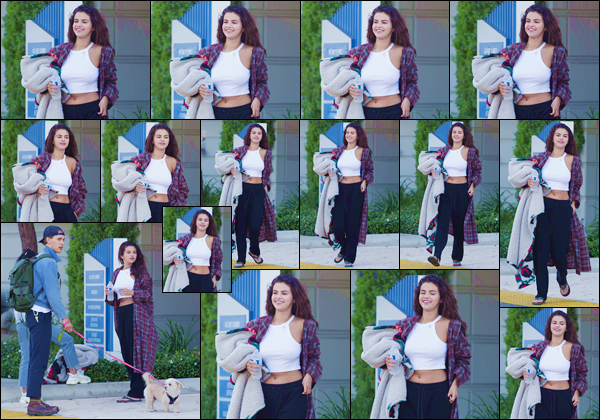 - ''•-14/07/18-' : Selena Gomez a été photographiée avec Austin Butler puis Vanessa Hudgens dans Los Angeles. C'est en tenue décontractée et avec une couverture dans les bras que Selena s'affiche à nouveau sous le sol Californien, après son tournage à New York. -