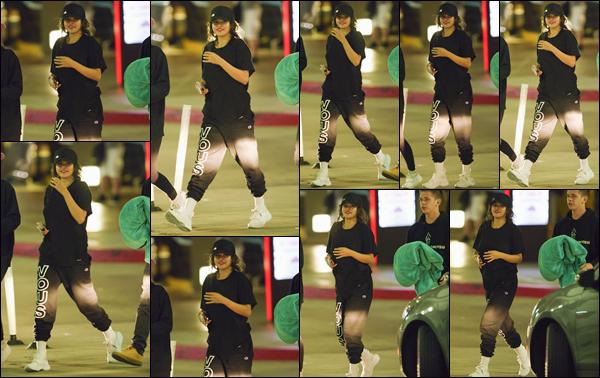 - ''•-26/07/18-' : Selena Gomez a été photographiée dans la ville de Los Angeles, accompagnée de Caleb Stevens. Toujours accompagnée de ses amies, la jeune chanteuse a été aperçue en compagnie de Caleb avec qui elle avait passé du temps lors du tournage à NY. -