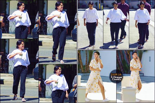 - '-• 22/09/18-''─ Selena Gomez quittait un café avec deux amies, en se trouvant dans le quartier de Studio City. Le lendemain, Selena Gomez a été photographiée alors qu'elle se rendait à un service religieux qui se déroulait à Orange Country. Un top. -