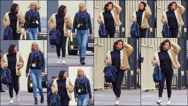 - '-• 13/02/19-''─ Selena Gomez a été photographiée en se rendant dans un studio musique, à Orange Country. De retour de ses vacances au Mexique entre amies, la chanteuse est de retour en studio, et sûrement pour peaufiner son prochain opus. -