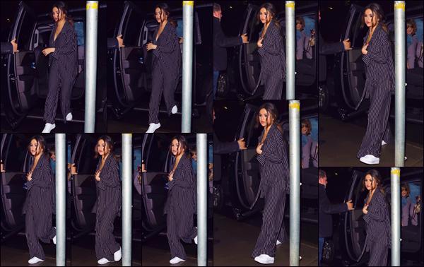 """- """"•-29/10/19-─"""": Selena Gomez se rendait au restaurant mexicain « La Esquina » situé dans la ville de New York. Cette fois-ci vêtue tout de noir, notre belle chanteuse américaine et ses amis se sont rendus dans un des restaurants mexicains de la ville. -"""